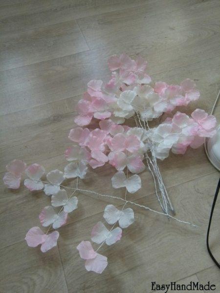Ветви из лепестков роз