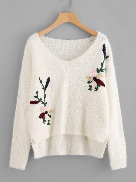 Модный вариант украшения вязаного свитера вышивкой