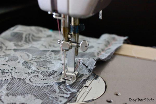 Процесс изготовления снуда из кружева и шелка
