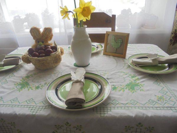 Вариант сервировки стола на Пасху