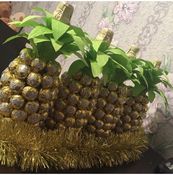 Как украсить бутылку шампанского ананас
