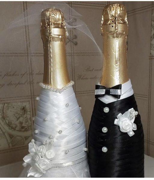 Невеста и жених из бутылок шампанского