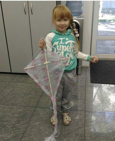 Как сделать воздушного змея из пакета