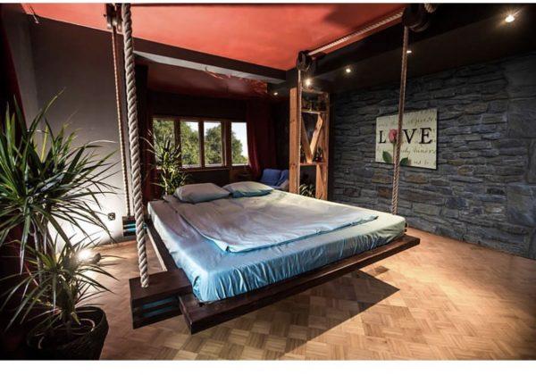 Подвесная кровать своими руками в квартире