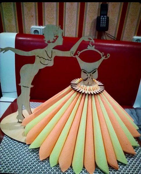 Салфетница балерина