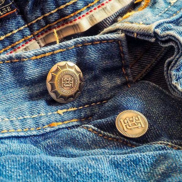 Что сделать из старых джинсов своими руками?