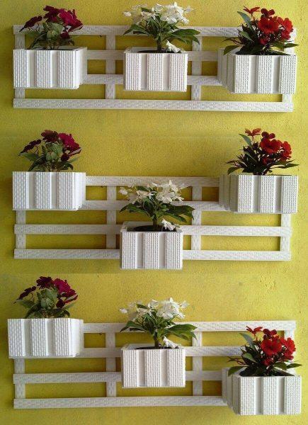 Деревянные полки для цветов на стену
