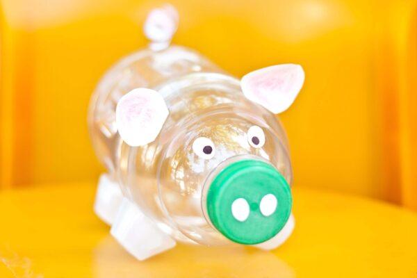 Скарбничка для грошей з пластикових пляшок